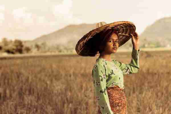 young female in Indonesia with straw hat photo by Ihsan Aditya from Pexels
