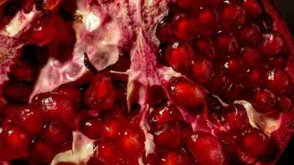 Pomegranate Juice Superfood With Antioxidants Treat Acne and Inflammation